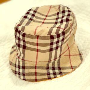 43461a5985c Burberry reversible bucket hat   rain hat